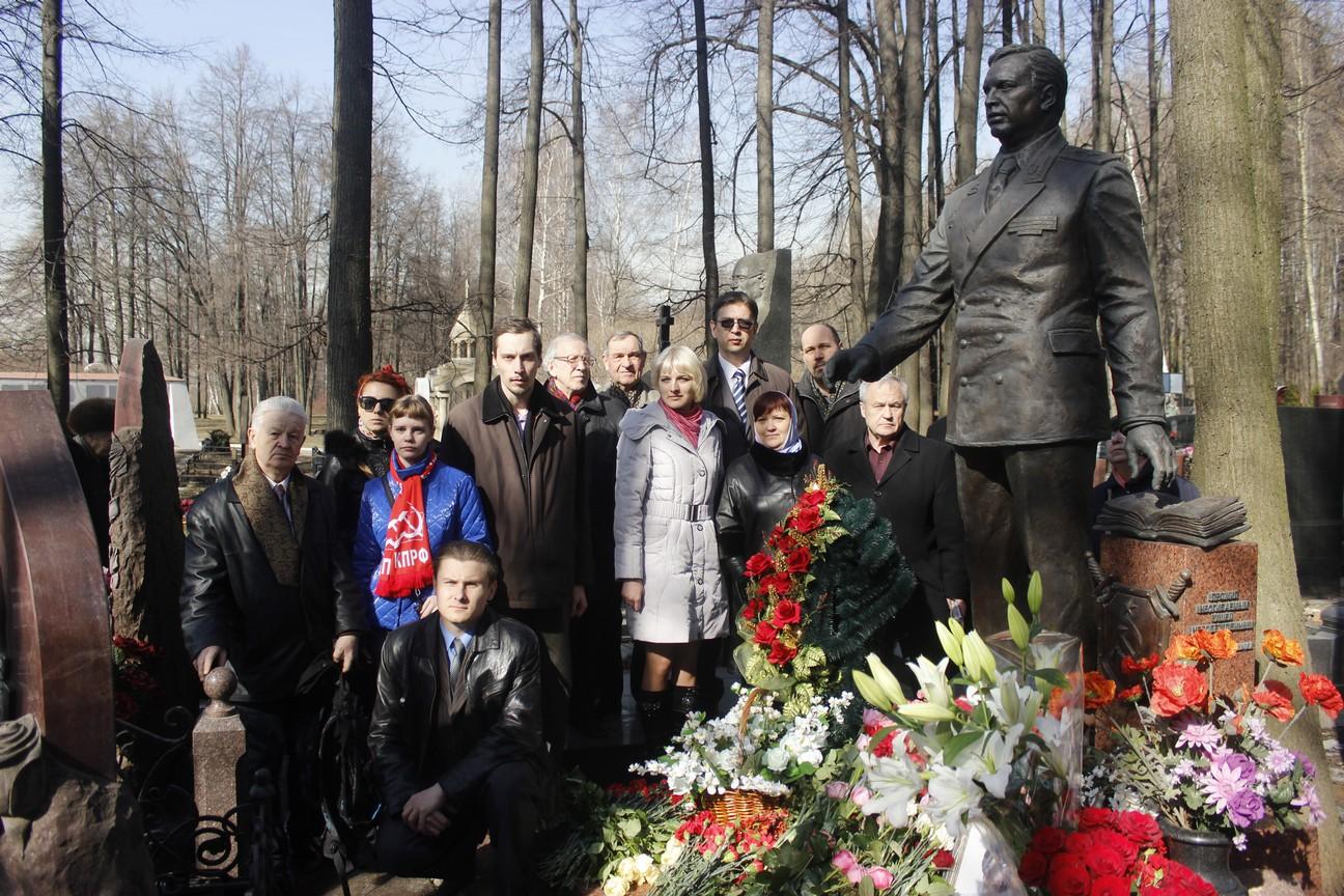 Акция «Цветы для Виктора Илюхина — 2015»