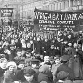 1024px-Демонстрация_работниц_Путиловского_завода_в_первый_день_Февральской_революции_1917