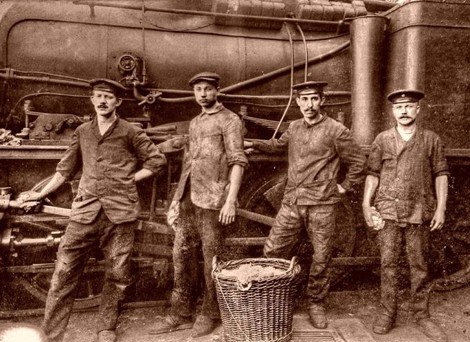 Хроника семнадцатого года: 23 (10) марта — в Петрограде введён 8-часовой рабочий день