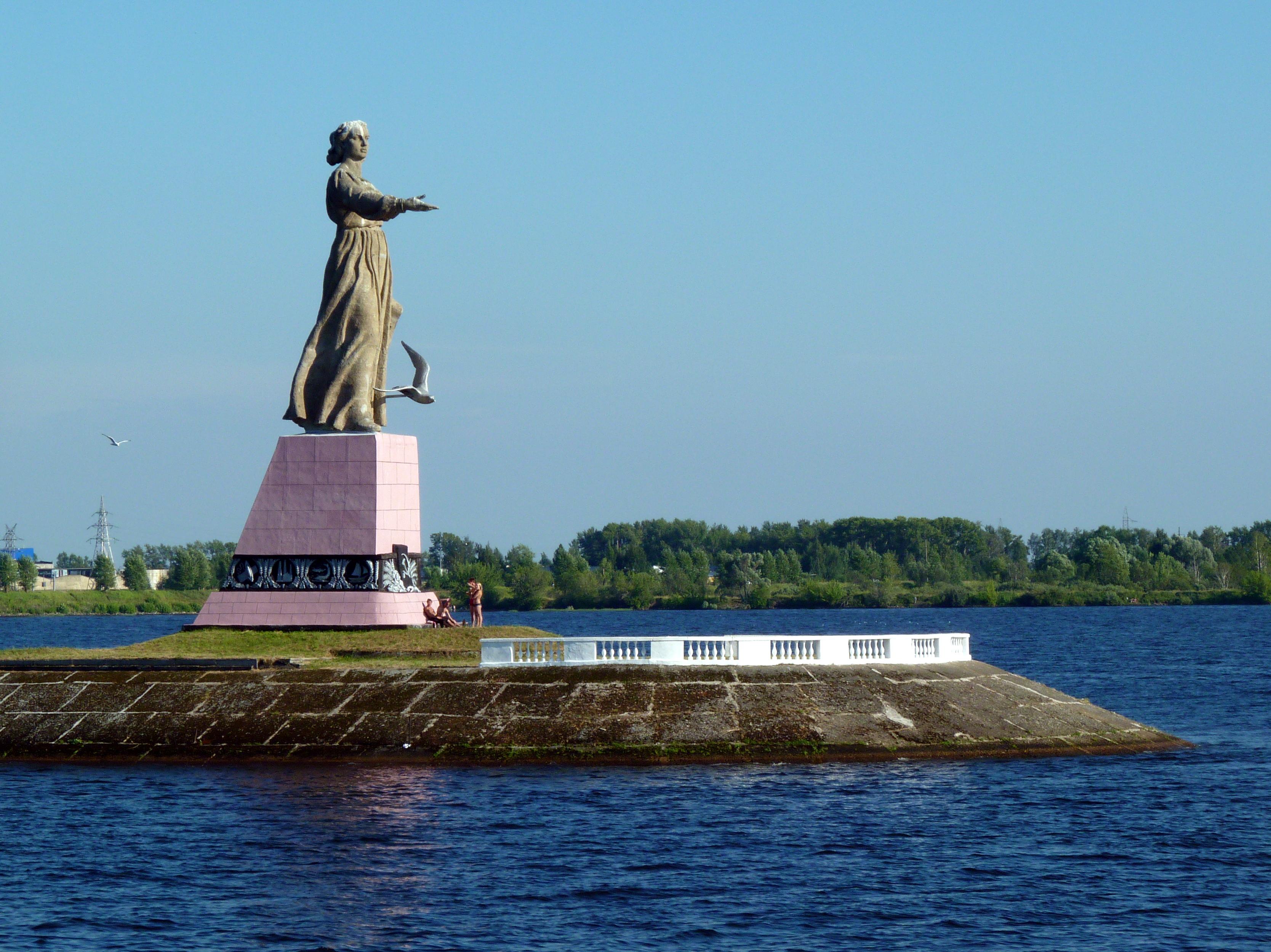 Издалека долго течет в грязи Волга