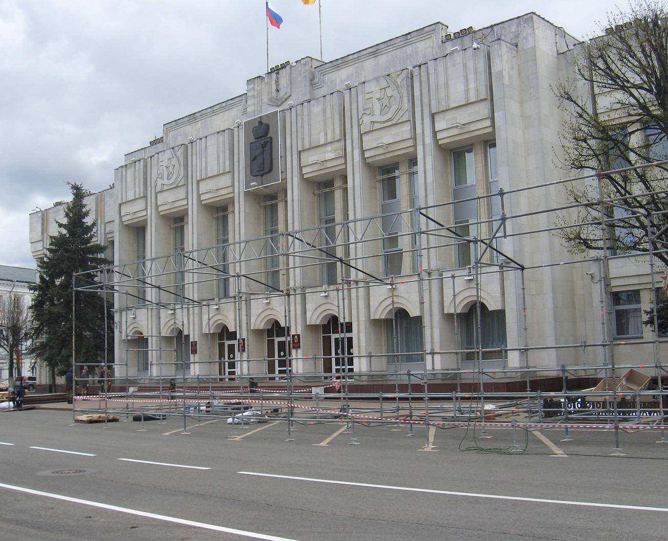 Советская площадь готовится к Дню Победы