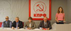 Е.А.Овод выступает с докладом на конференции Ярославского областного отделения КПРФ