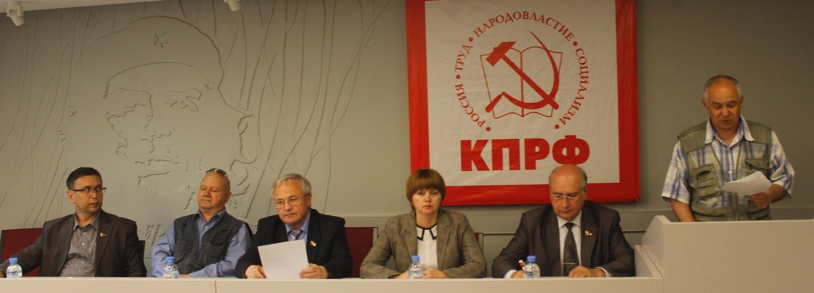 Член счётной комиссии М.А.Боков докладывает о результатах тайного голосования