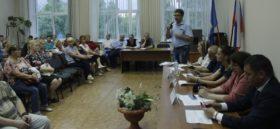 Эльхан Мардалиев выступает на совещании