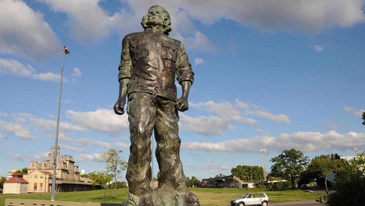В родном городе Че Гевары пытаются стереть память о нем