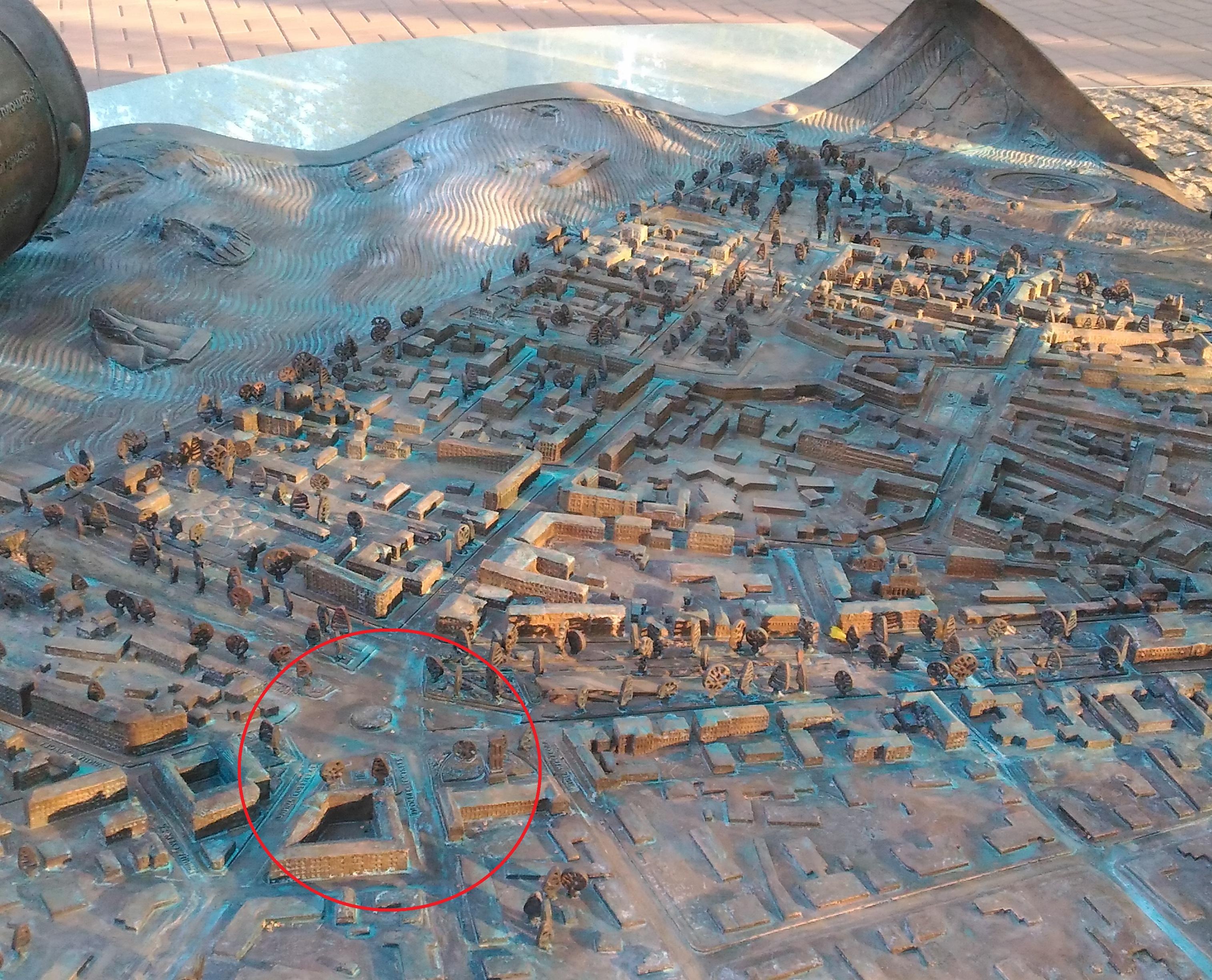 На бронзовой карте Ярославля нет памятника В.И.Ленину