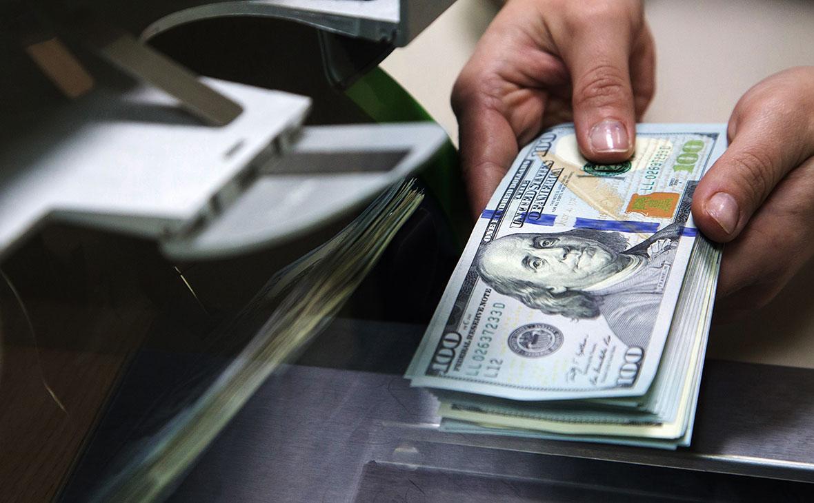 Запас валюты у банков равен нулю