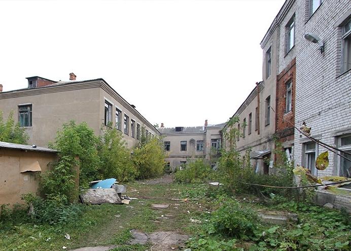 В центре Рыбинска разрушается здание бывшей гимназии