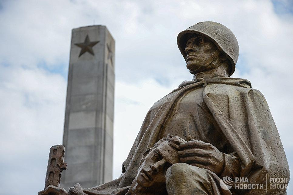 В Польше разрешили сносить советские памятники