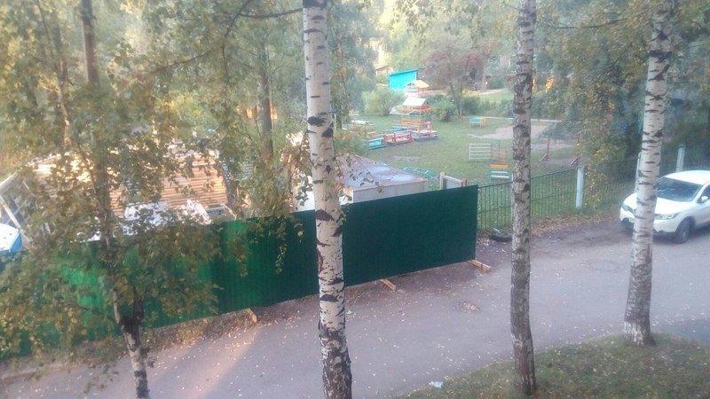 Педагоги и родители протестуют против строительства высотки рядом с детским садом