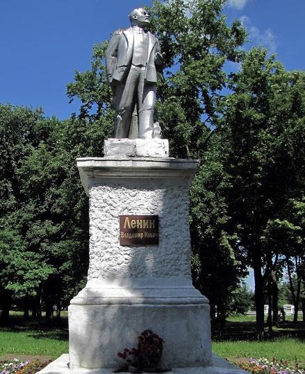 Война с памятниками