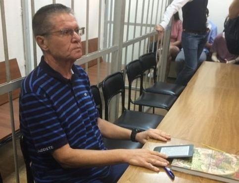 Улюкаев начал писать книгу о жизни