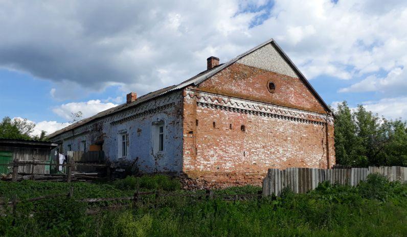 Сергей Шнуров помог с квартирой пенсионерке, жившей в конюшне
