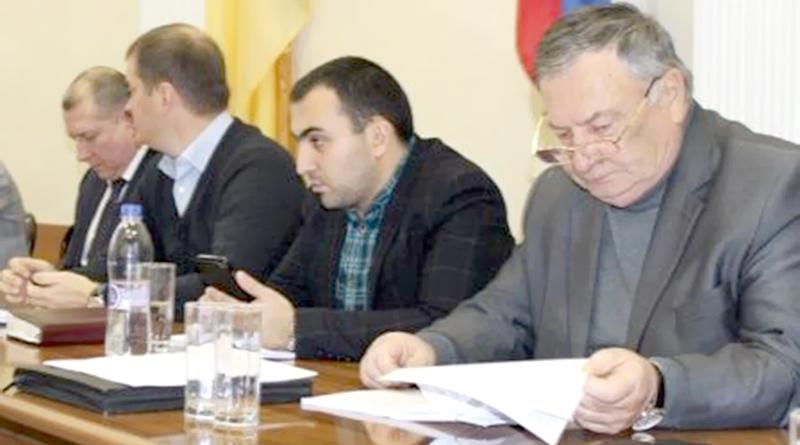 Бюджет муниципалитета трещит по всем азимутам