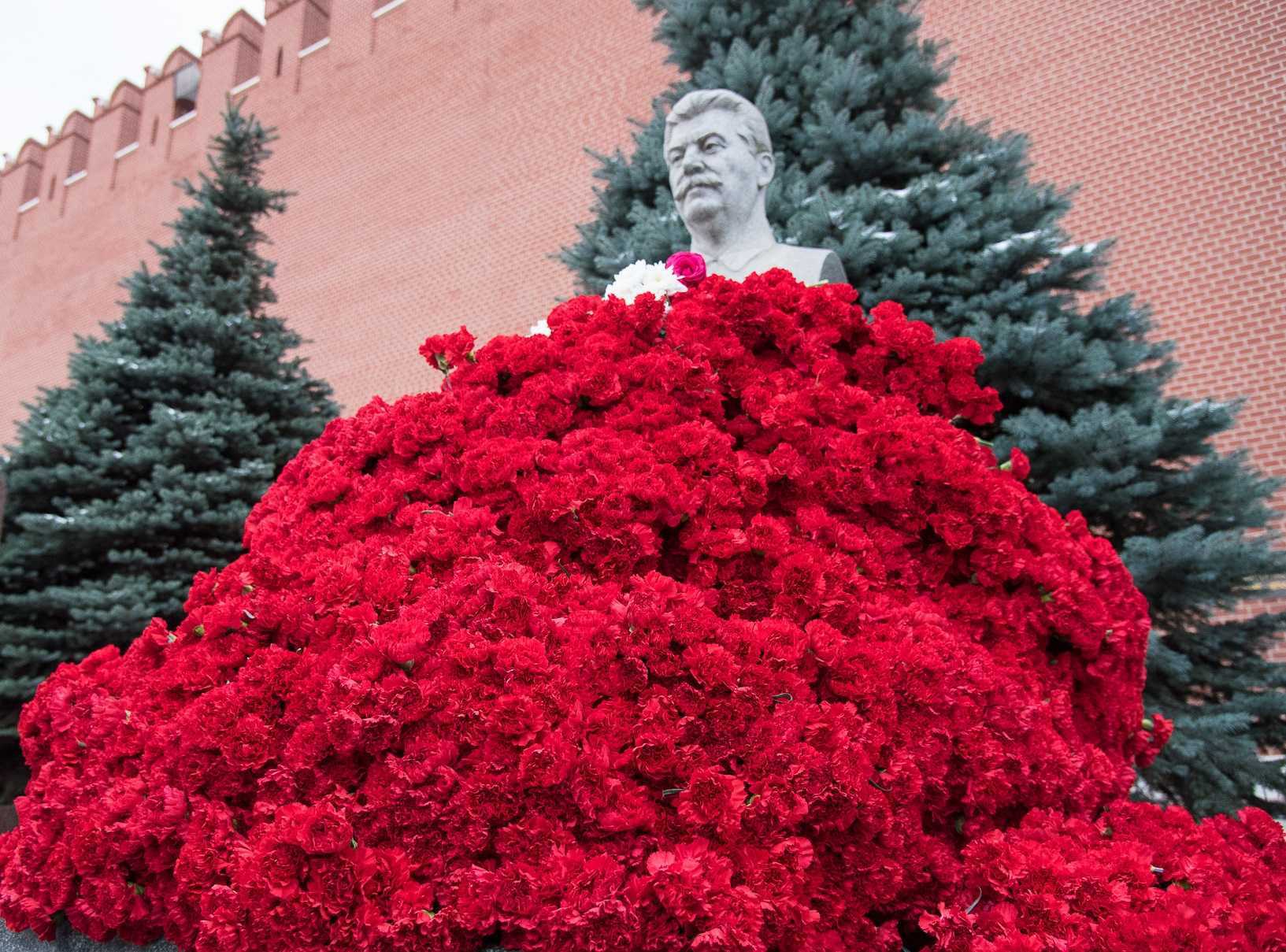 Цветы к могиле Сталина