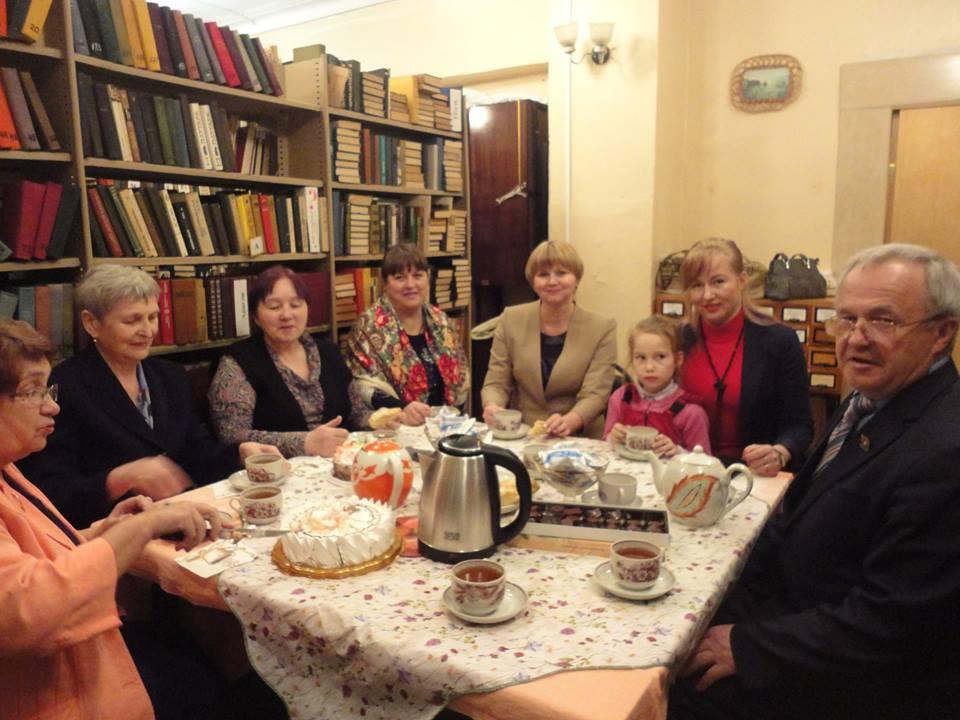 Творческий вечер завершился дружеским чаепитием