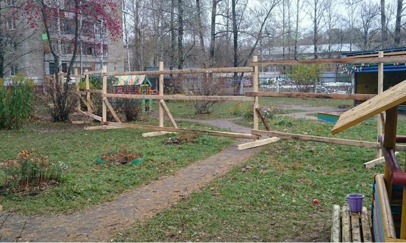 Застройщик жилого дома захватил часть территории детского сада