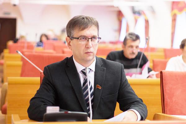 Депутаткоммунист Эльхан Мардалиев.