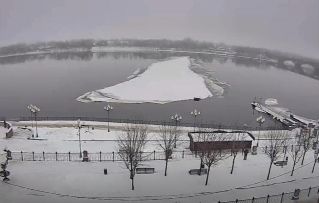 В Рыбинске откололся кусок причала