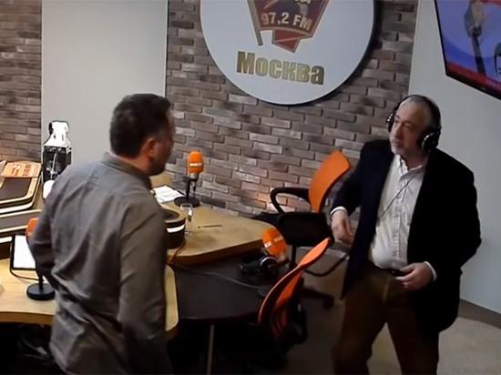 Радиорубка в прямом эфире (видео)