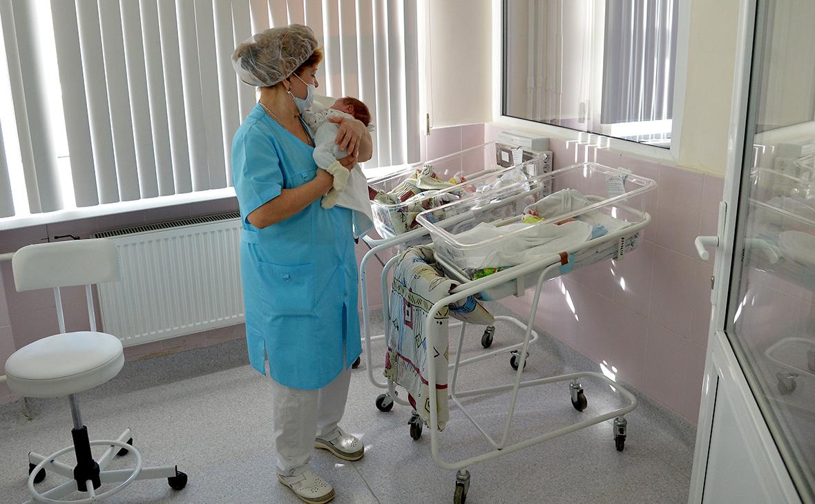 Рождаемость в России снизилась до минимума за 10 лет