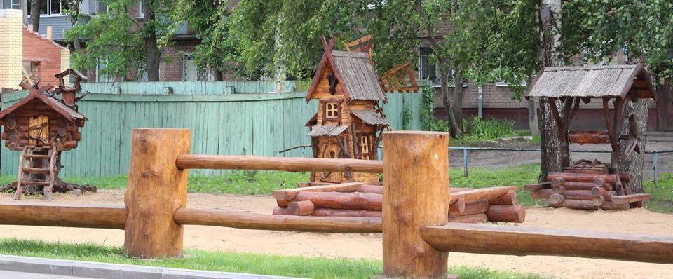 Детская площадка летом 2017 г, фото Владимира Скорикова