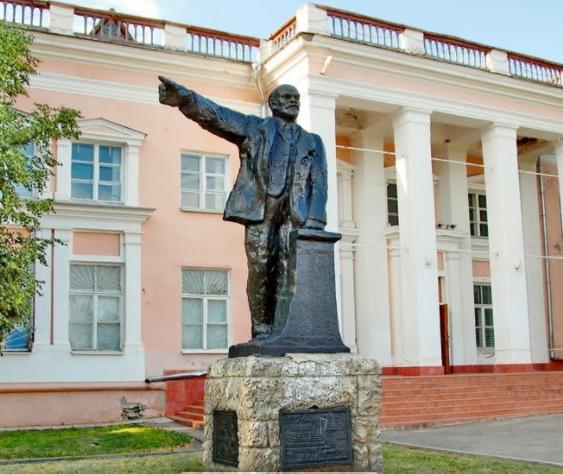 Руки прочь от памятника Ленину!