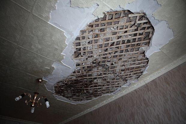 У пенсионерки обрушился потолок. Управляющая компания заявила – сама виновата!