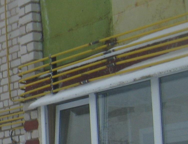 Опутали дом газовыми трубами