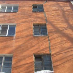 Трещина на стене