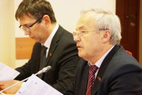 Председатель фракции КПРФ Александр Воробьев и зам. председателя Э.Я. Мардалиев.