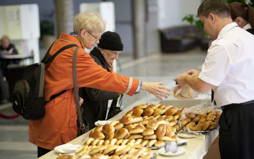 Избирателей ждет богатый выбор дешевых пирожков