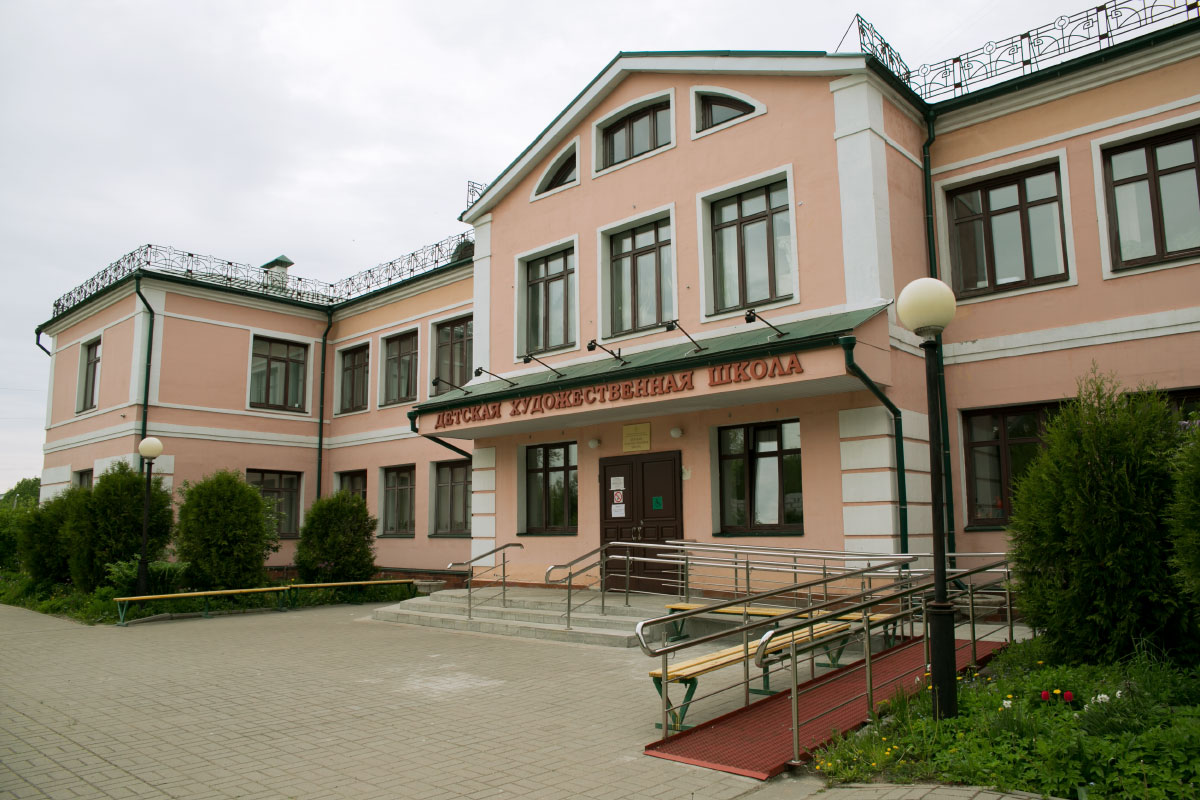 Детскую художественную школу в Рыбинске закрыли из-за осыпавшейся штукатурки