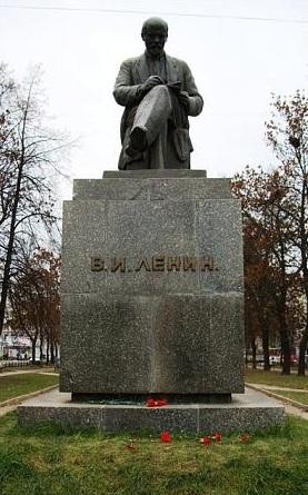 Ленин сидячий