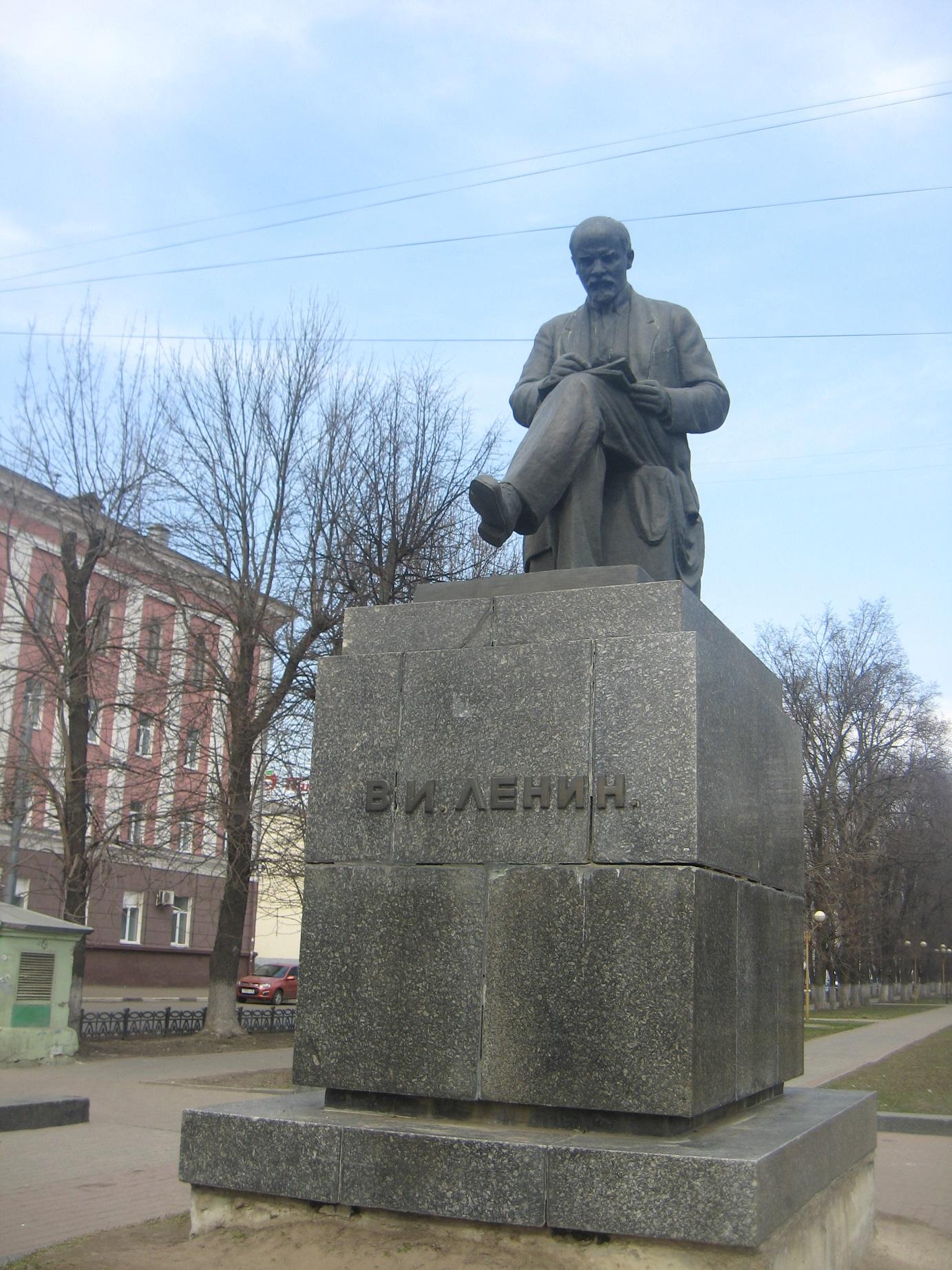 К 60-летию памятника В. И. Ленину
