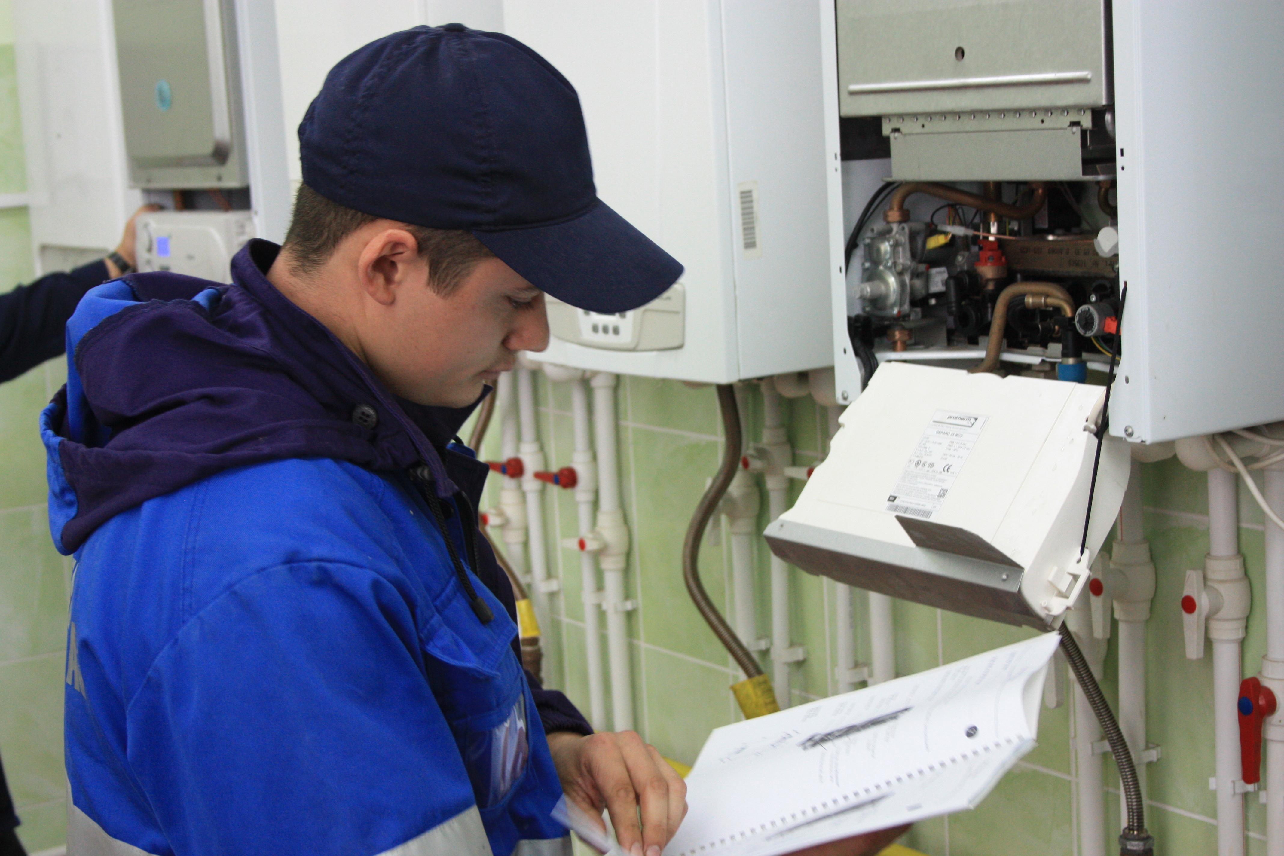 Взимают тариф за обслуживание газового оборудования и заставляют заключать договор на то же самое