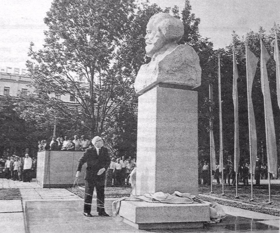Открытие памятника в 1972 году