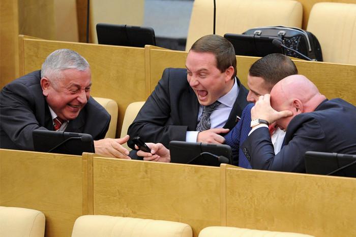 Отличные зарплаты у депутатов Госдумы, хорошие будут и пенсии