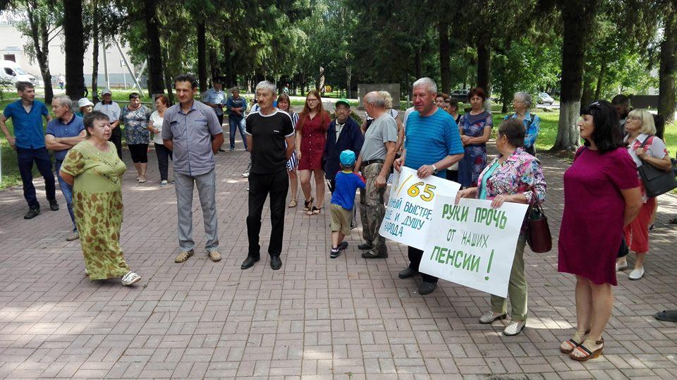 Жители Данилова выразили вотум недоверия партии власти