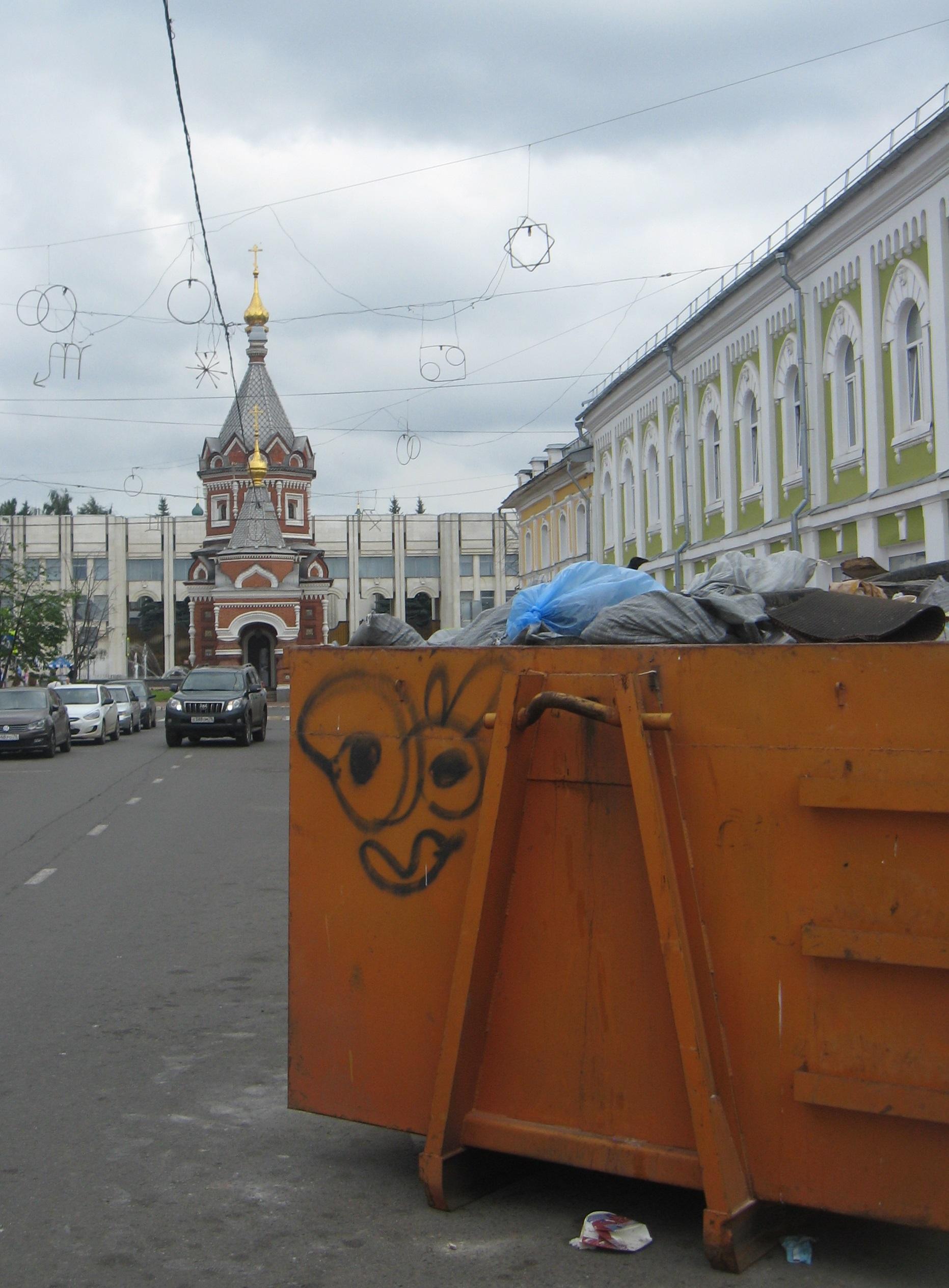 Мусорный контейнер прописался на Депутатской улице