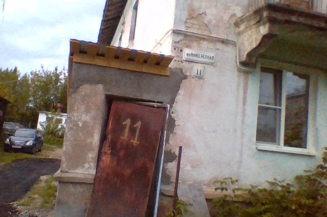 Дом, брошенный управляющей компанией, стал жить по принципам коммуны