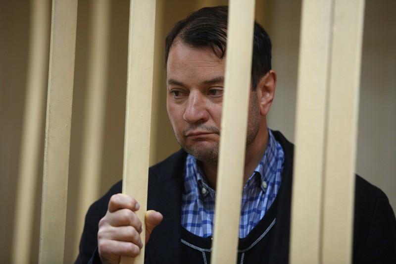 Закачалось кресло под директором театра имени Федора Волкова Юрием Итиным