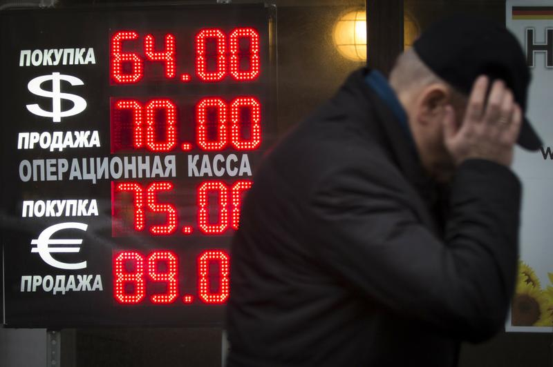 Кому выгоден слабеющий рубль? Программа Красная Линия