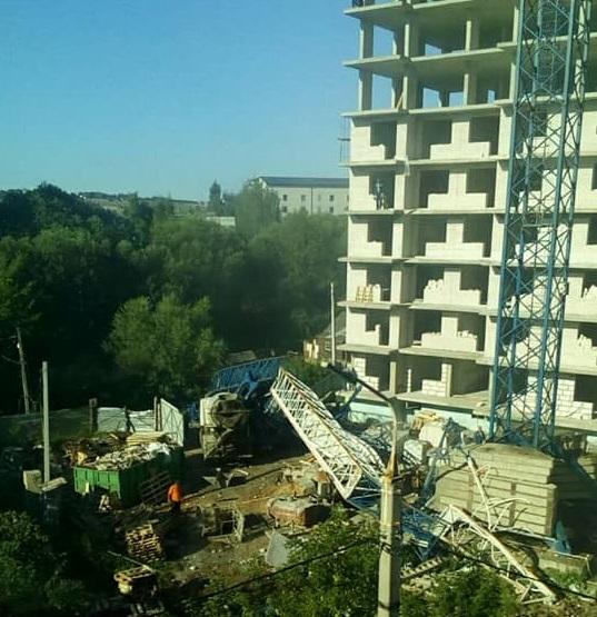 В Ярославле рухнул башенный кран