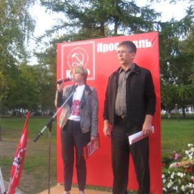 Открывают митинг Елена Кузнецова и Эльхан Мардалиев