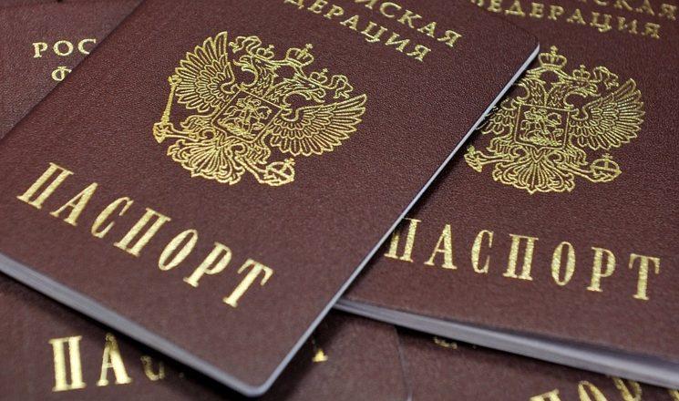 Отобрали пенсии, теперь хотят отнять паспорта