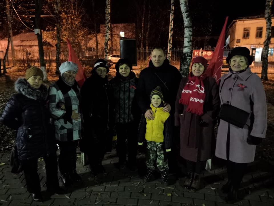 Митинг возле памятника Илье Тутаеву