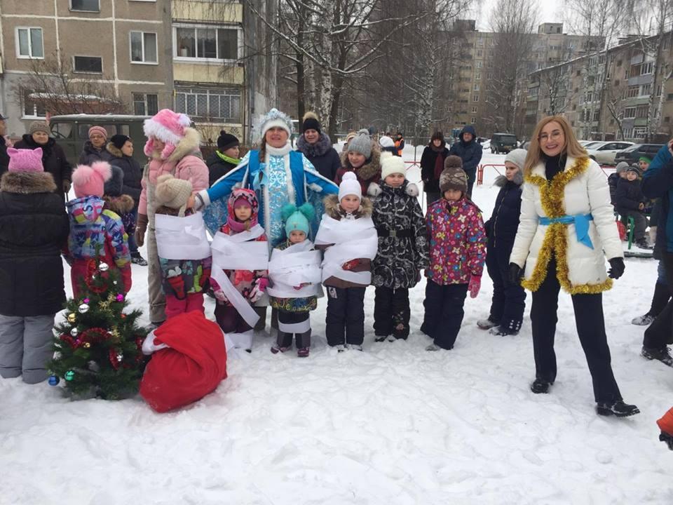 Депутаты КПРФ поздравляют детвору с Новым годом (фоторепортаж)