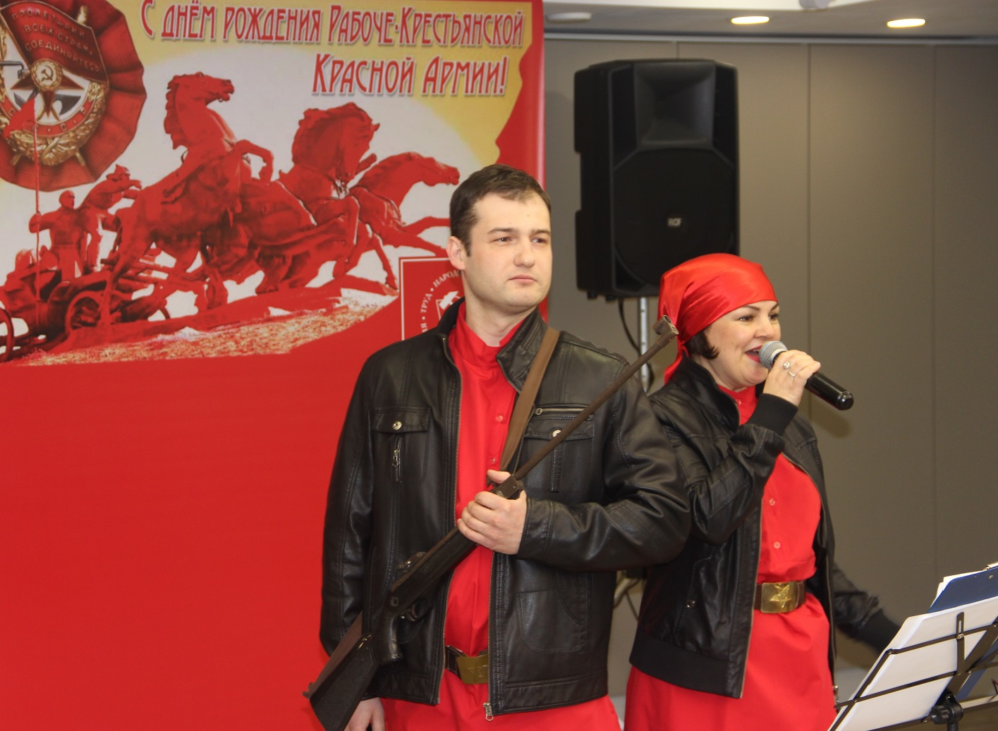 Праздничный концерт в День Советской Армии и Военно-Морского Флота (фоторепортаж)