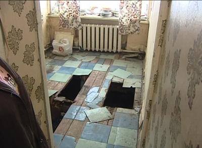 В селе Угодичи змеи выживают людей из квартиры (видео)